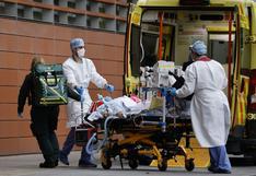 """Reino Unido registra récord de 1.820 muertes por coronavirus en un día mientras hospitales parecen """"zona de guerra"""""""