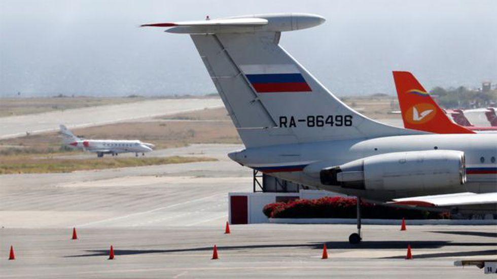 Un avión con bandera rusa, visto en el aeropuerto internacional de Caracas en marzo. Foto: Reuters
