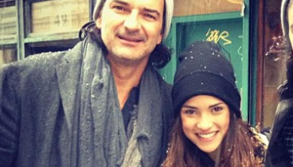 Ricardo Arjona junto a su hija mayor Adria, con quien comparte muchos momentos de su vida (Foto: Instagram de Adria Arjona)