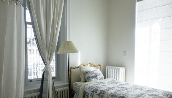 Dependiendo del grado de suciedad, debes lavar tus cortinas blancas varias veces al año. (Foto: Free-Photos / Pixabay)