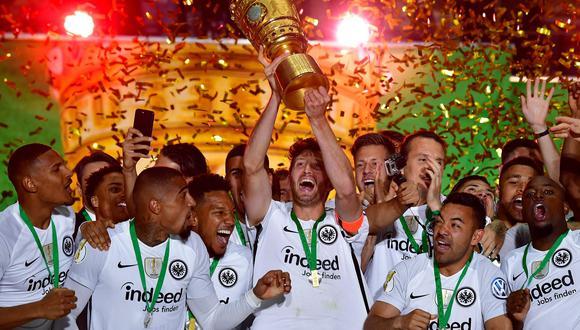 Eintracht Frankfurt dio la sorpresa en la final de la Copa de Alemania, luego de vencer por 3-1 al poderoso Bayern Múnich. (Foto: AFP)