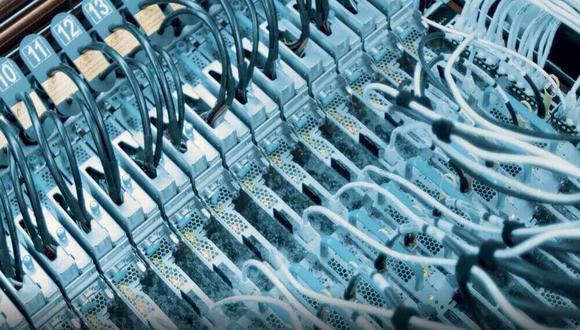 Microsoft utiliza líquido hirviendo a 50º para enfriar sus servidores de centros de datos. (Foto: Microsoft)