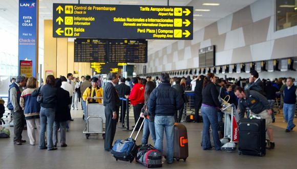 El problema, añadió la especialista, recae en que hay más de 20 entidades a las que el sector aerocomercial pide permisos. (Foto: El Comercio)