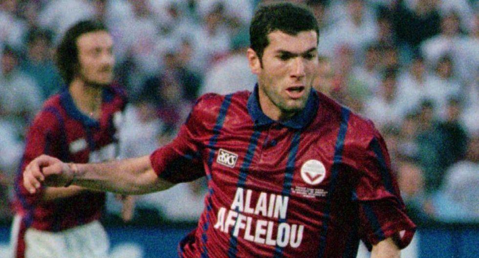 Zidane y el recuerdo de su magia en el fútbol en postales - 3