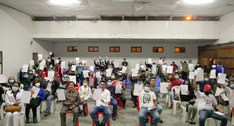 Perú Libre inició la recolección de firmas para el referéndum a favor de una asamblea constituyente. Congresistas y dirigentes participan en estas actividades. (Foto: Perú Libre/Facebook)