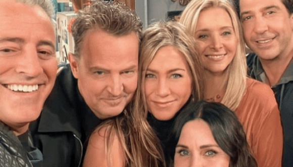 Marta Kauffman contó que tras fichar a David Schwimmer y a Lisa Kudrow, el equipo pasó varios meses buscando a Joey (Foto: HBO Max)
