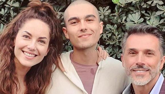 Bárbara Mori y Sergio Mayer junto a su único hijo, quien tiene 22 años (Foto: Instagram de Sergio Mayer Mori)