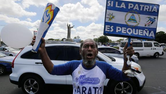 El veterano maratonista grabó, a través de un Facebook Live, el momento de su detención.   Foto: AFP