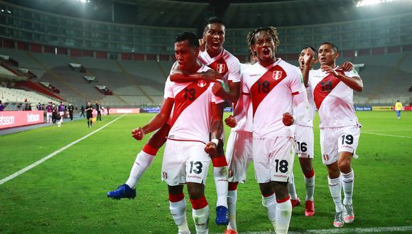 La selección peruana se enfrentará con el equipo sureño hoy por la tarde, en la tercera fecha de la Eliminatoria Qatar 2022. A propósito del encuentro, conversamos con algunas periodistas peruanas, para que brinden sus pronósticos previos al partido. (Foto: AFP)