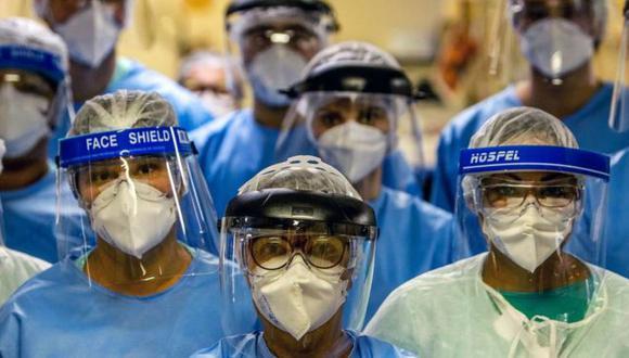 Los médicos están en la primera línea de batalla frente al coronavirus en América Latina. (GETTY IMAGES)