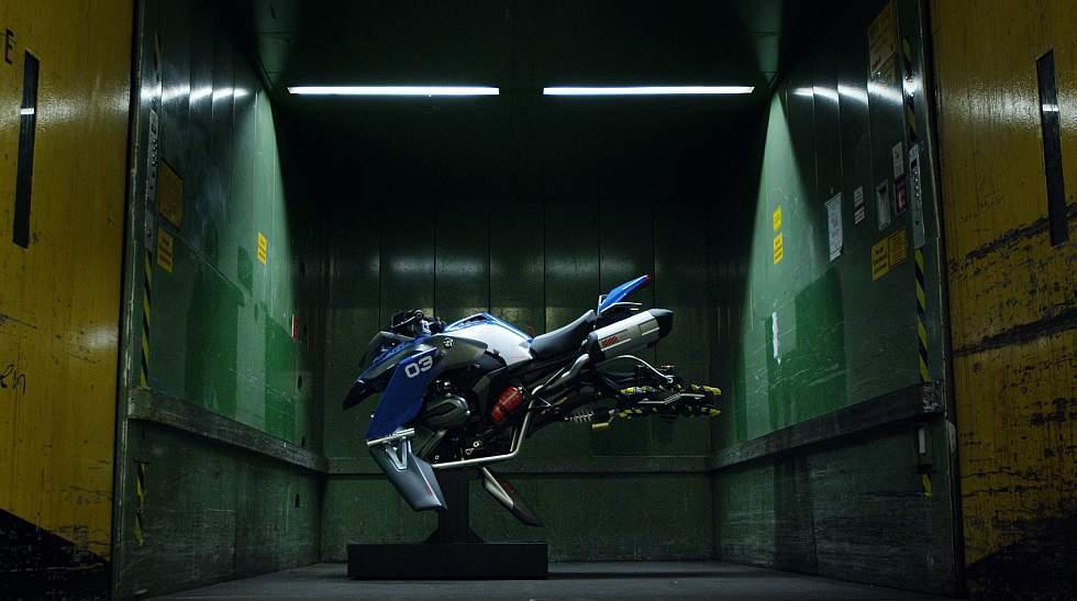 Olvídate de los baches: mira la moto voladora - 3