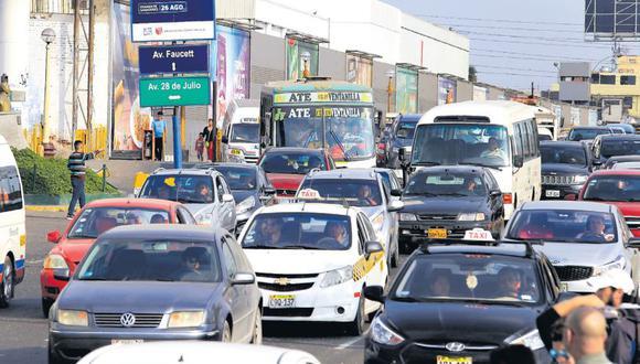El estudio indica que el 21,3% de los encuestados invierte entre 2 y 3 horas al día para desplazarse. (Jessica Vicente / El Comercio)