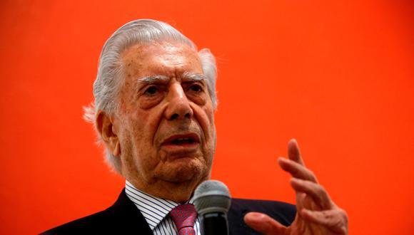 Mario Vargas Llosa, durante una conferencia en Guadalajara, México. Foto: AFP.