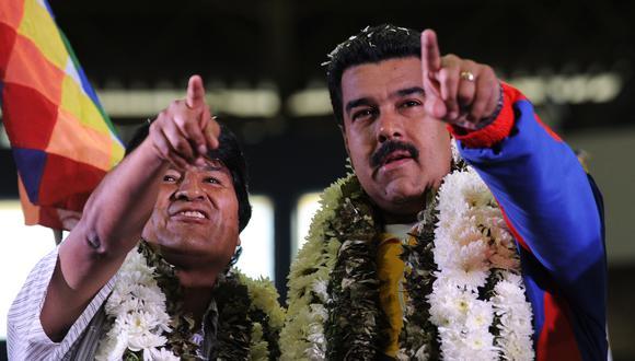 Evo Morales junto a Nicolas Maduro en una imagen del 4 de julio del 2013 en Cochabamba, Bolivia. (AFP PHOTO / JORGE BERNAL).