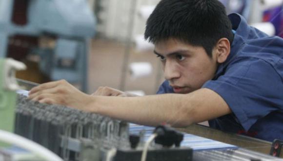 Especialista estimó que cerca de 40 mil empresas habrán hecho el trámite de suspensión perfecta, involucrando a cerca de 300 mil trabajadores. (Andina)