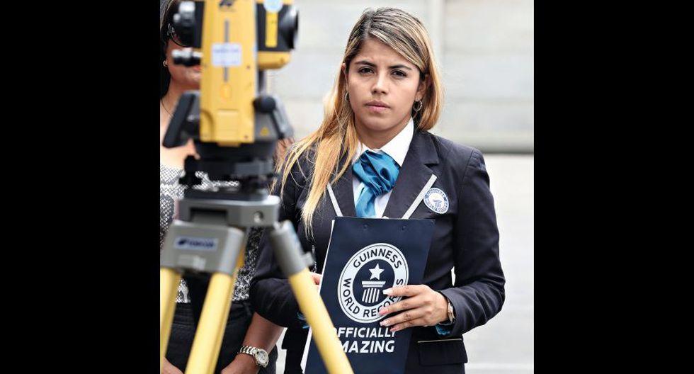 """La colombiana Natalia Ramírez Talero trabaja en Guinness desde el 2016. Estudió Derecho y un día postuló a un puesto en la web de la institución. """"Pensé que era un voluntariado y me parecía interesante"""". Hoy es una de las adjudicadoras oficiales de Sudamérica, Centroamérica y Brasil."""