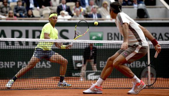 Nadal y Federer enfrentándose en Francia. (Foto: EFE)