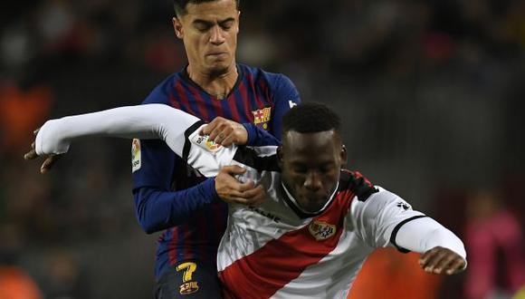Luis Advíncula ha jugado dos partidos ante Barcelona con camiseta de Rayo Vallecano. (Foto: AFP)