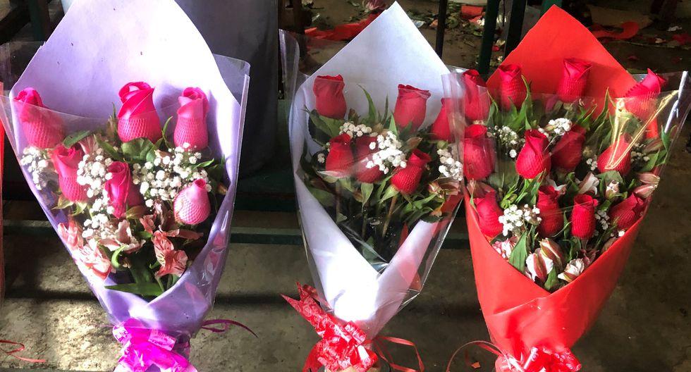 El precio base de los arreglos con rosas es de S/25.