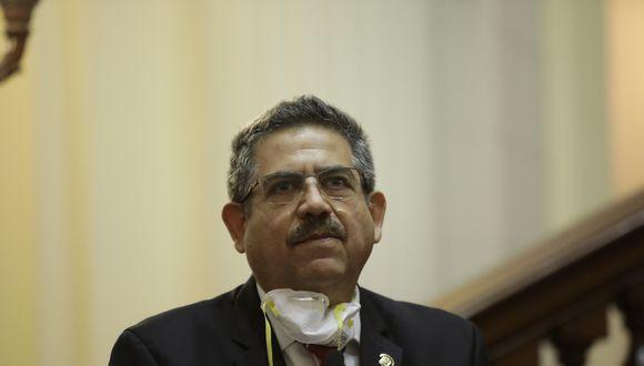 El presidente del Congreso, Manuel Merino, indicó que corresponde que el jefe de Estado no salga del Perú. (Foto: GEC)