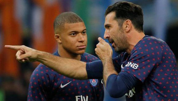 Previo al PSG vs. Marsella, se vio en el campo a Gianluigi Buffón y Kylian Mbappé protagonizando una charla. El portero habría conversado con atacante por llegar tarde a un entrenamiento (Foto: AP)