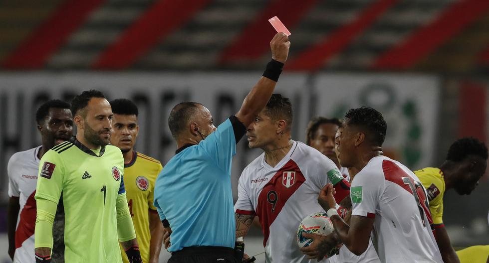 Miguel Trauco fue expulsado en el primer tiempo, dejando a la selección peruana con un jugador menos. (Foto: AFP)