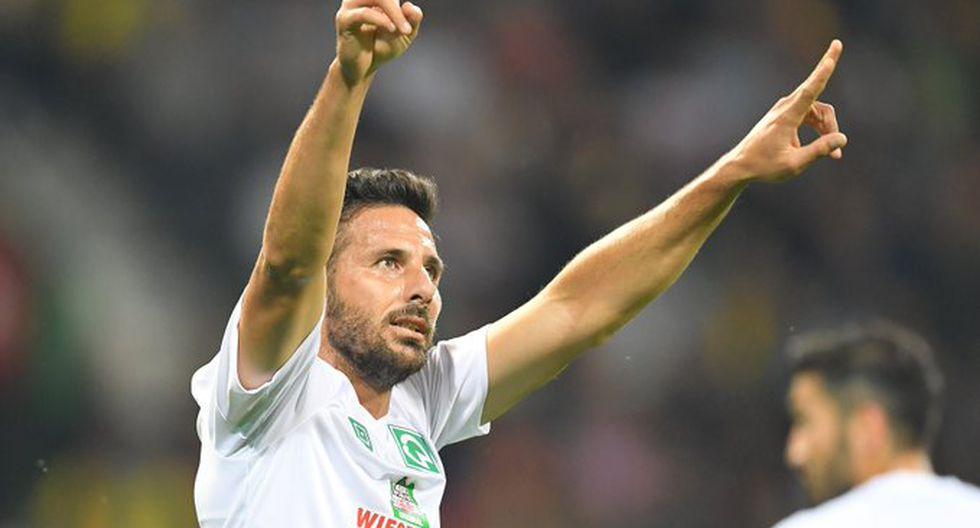 Claudio Pizarro celebrando su golazo. (Foto: DFB Pokal)