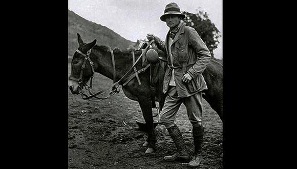 La imagen del norteamericano Hiram Bingham era la de un persistente explorador. Aquí con su inseparable bestia de carga. Su apodo entre los lugareños tenía que ver directamente con ella. (Foto: AFP)