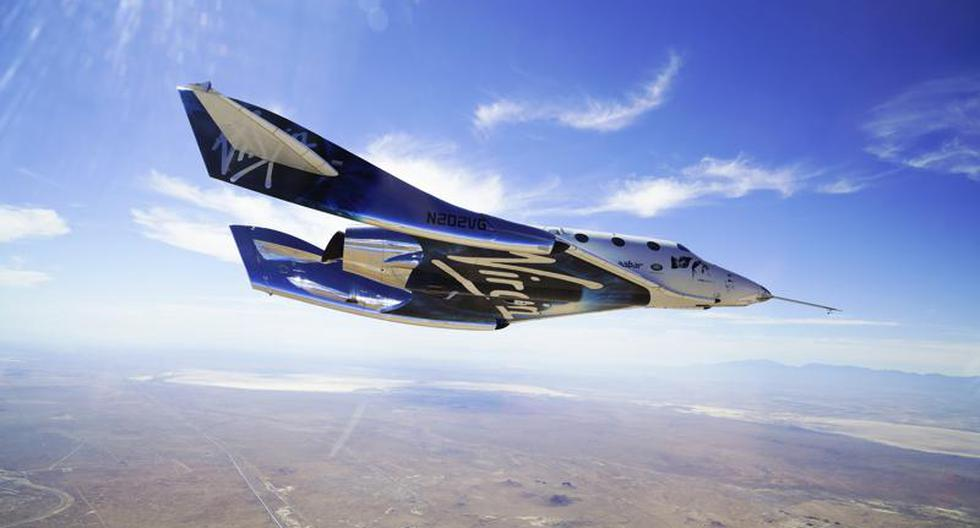 Billionaire Richard Branson takes off into space in his Virgin Galactic spacecraft