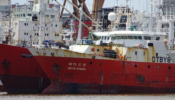 Buques chinos en Puerto de Montevideo. Foto: Milko Schvartzman