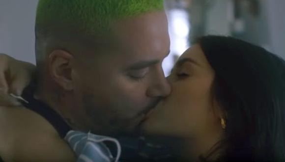 Lali Espósito y J Balvin en el videoclip subido a YouTube.