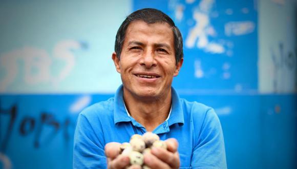Richard Huaraca tiene más de 20 años criando codornices. Gracias a su granja ha sacado adelante a su familia y ayuda a sus vecinos cuando los necesita. (Alessandro Currarino / GEC)