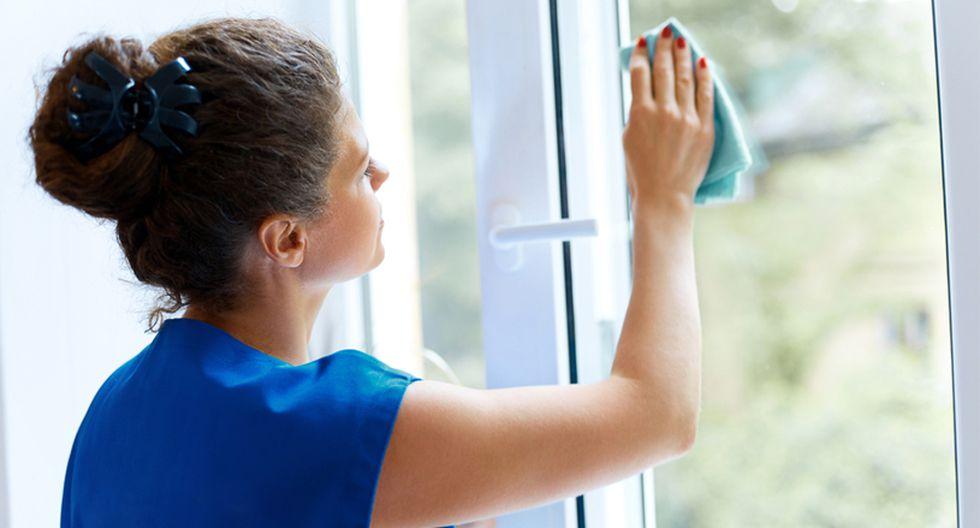 Limpia cristales. Es casi el mismo procedimiento que usamos para la limpieza de azulejos. (Foto: Shutterstock)