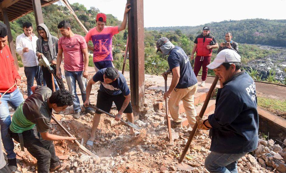 Los restos fueron descubiertos debajo del piso de uno de los baños de la casa y serán sometidos a diversas pruebas de identificación. (Foto: AFP)