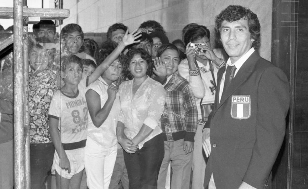 """""""El Poeta de la Zurda"""" nació un 16 de junio de 1952. Fue uno de los mejores futbolistas peruanos en la década del  70 y 80. (Foto: Archivo histórico El Comercio)"""