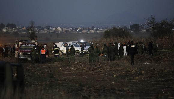 El helicóptero se desplomó en el poblado de Santa María de Coronango, a tres millas náuticas al norte del aeropuerto internacional de la ciudad de Puebla. (AP)