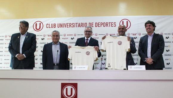 Presentación de Gregorio Pérez como nuevo técnico de Universitario.
