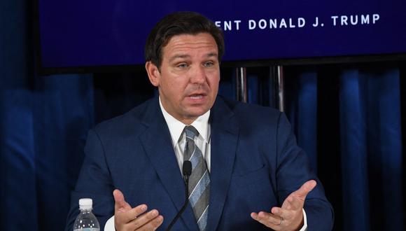 El gobernador de Florida, Ron DeSantis, habla durante una mesa redonda sobre COVID-19, en Belleair, el 31 de julio de 2020. (Foto: SAUL LOEB / AFP).