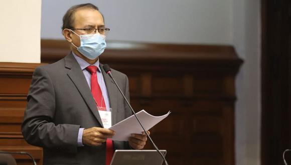 """""""Los golpes de estado fueron nefastos para el Perú causaron grandes fisuras y retrasaron su desarrollo. Siempre rechacé los golpes militares"""", señaló Guibovich. (Foto: Congreso)"""