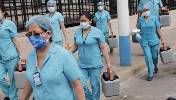 Medicos de primera linea de Essalud reciben la vacuna contra el Covid-19 - Foto: Leandro Britto / @photo.gec