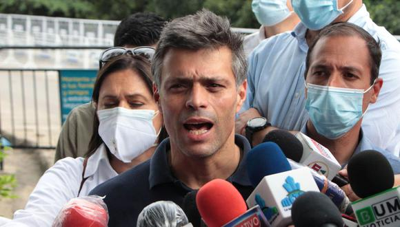 El líder opositor venezolano Leopoldo López habla a los periodistas hoy en el sector de La Parada, punto fronterizo con Venezuela, aledaño a la ciudad de Cúcuta (Colombia). (Foto: EFE/ Mario Caicedo).