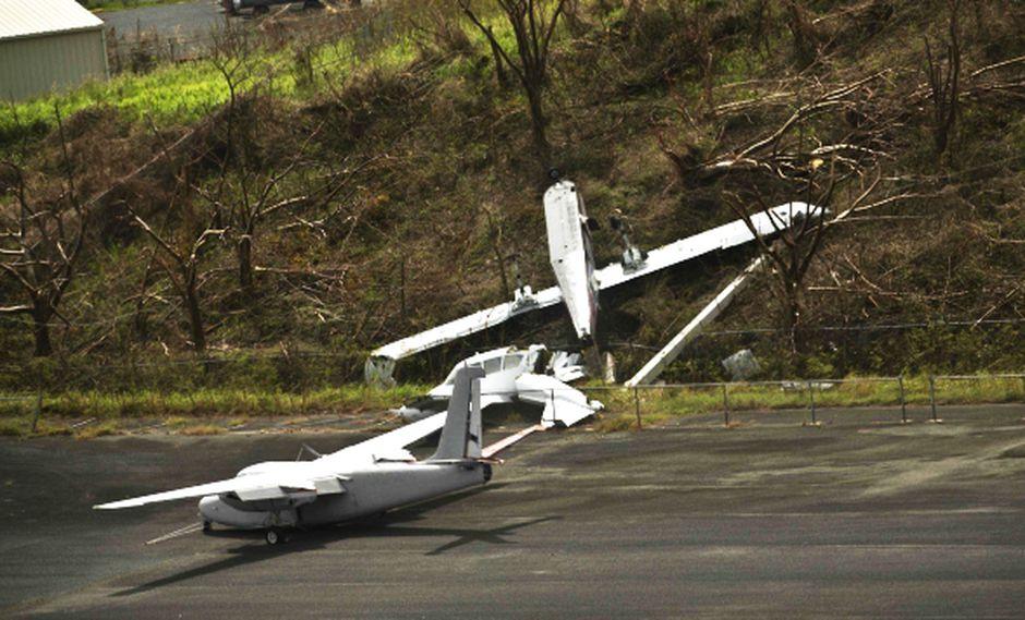 El panorama en uno de los aeropuertos de Puerto Rico este miércoles tras el paso del huracán María. (Foto: AP)