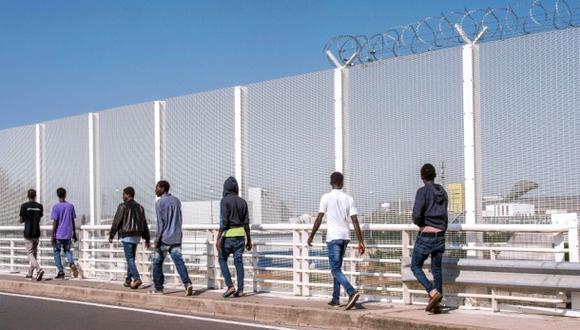 El polémico muro de Reino Unido para que no entren inmigrantes