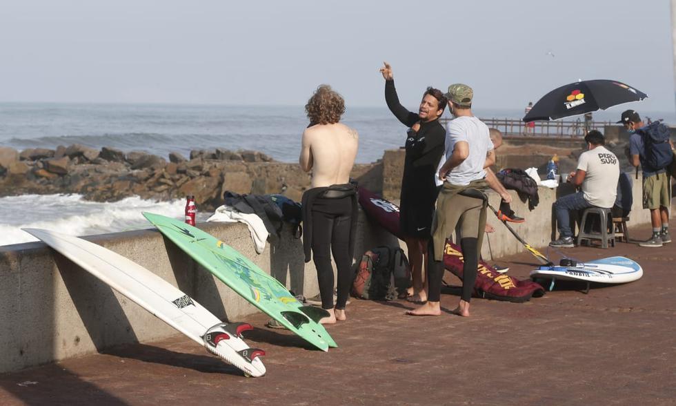 Personas realizan deportes en la Costa Verde en domingo de Elecciones | Foto: Andrés Paredes/@photo.gec