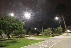 San Isidro: colocan 221 luminarias con paneles solares en calles y parques para mayor seguridad