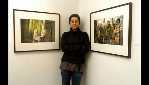 Fotógrafa devuelve premio de 50 mil euros por defender su obra
