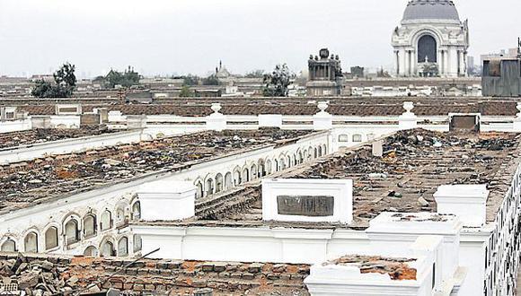 Techos están llenos de desmonte y desperdicios. (Christian Ugarte / El Comercio)