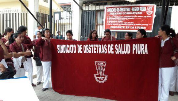 Obstetras de Piura acataron este martes una huelga indefinida. (Foto: Ralph Zapata / El Comercio)