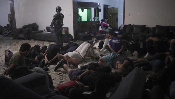 El pasado 31 de marzo fueron detenidas 66 personas, en su mayoría ciudadanos de nacionalidad venezolana, en una vivienda de Chaclacayo, donde se hallaron armas y drogas. (Foto: Joel Alonzo/ @photo.gec)