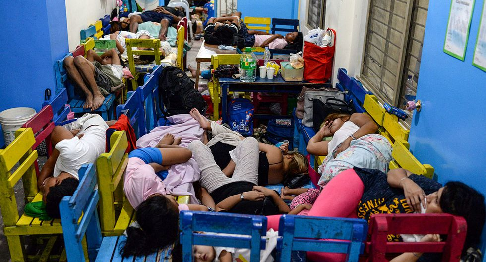 Residents displaced by flash floods caused by monsoon rains sleep on school chairs at an evacuation center in Marikina, Metro Manila, in Philippines, August 13, 2018. REUTERS/Eloisa Lopez